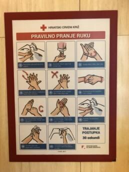 Duraframe okvir s obavijesti o pranju ruku u toaletu