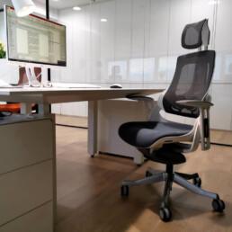 iTrek ergonomski uredski stolac